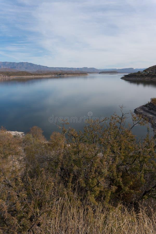 Theodore Roosevelt湖垂直在东南亚利桑那 免版税库存图片