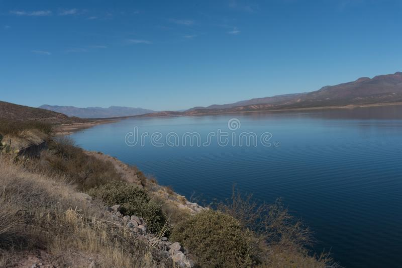 Theodore Roosevelt Lake in zuidelijk Arizona stock afbeelding