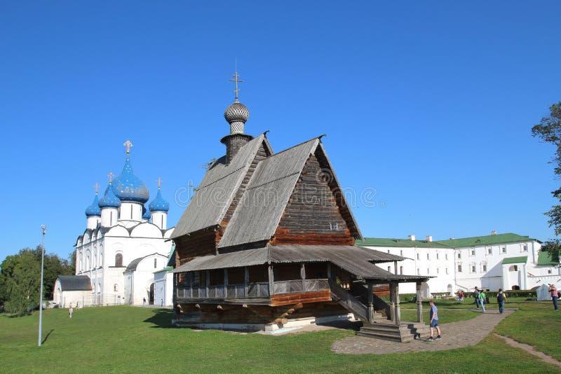 Theotokos和木圣尼古拉斯教会的诞生的大教堂在苏兹达尔,俄罗斯 图库摄影