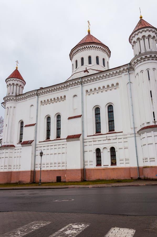 Theotokos的Dormition的东正教大教堂的大白色门面在Maironio街道上的在维尔纽斯,立陶宛 免版税库存照片