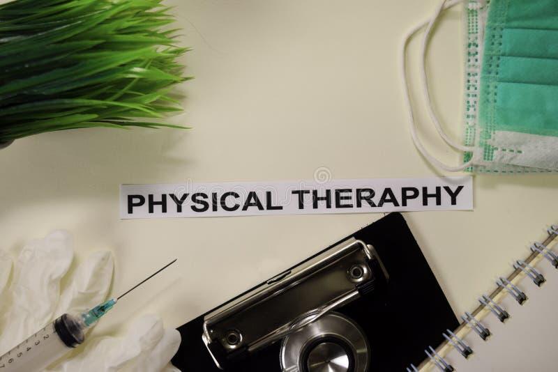 Theraphy físico con la inspiración y la atención sanitaria/el concepto médico en fondo del escritorio imagen de archivo