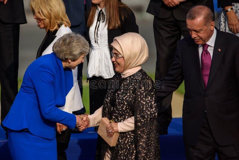 Theresa May premiärminister av Förenade kungariket, Emine Erdogan, presidentsfru av Turkiet och Recep Tayyip ErdoÄŸan, president  fotografering för bildbyråer