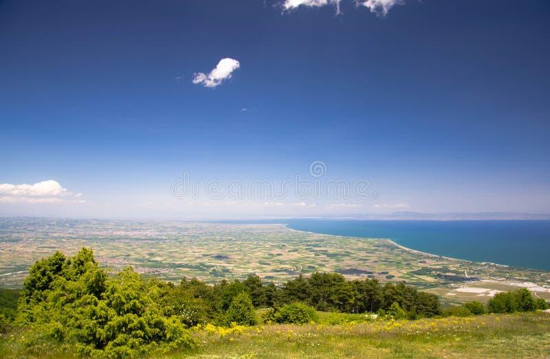 Thermaikos从奥林匹斯山山看见的海湾和Khalkidiki或者Halkidiki半岛全景在希腊 免版税库存图片