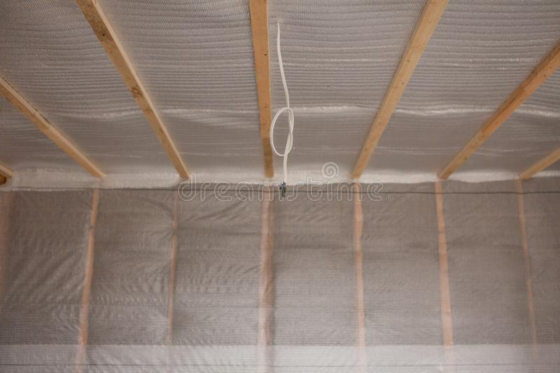 Thermal- und hidroisolierung ummauern neues Wohnheim des Isolierungsbaus stockfotos