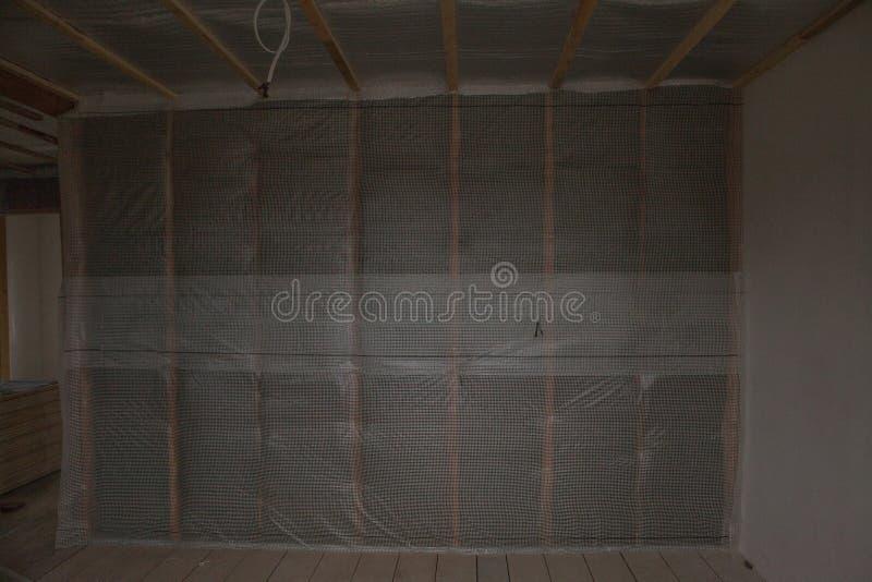Thermal- und hidroisolierung ummauern neues Wohnheim des Isolierungsbaus stockbilder