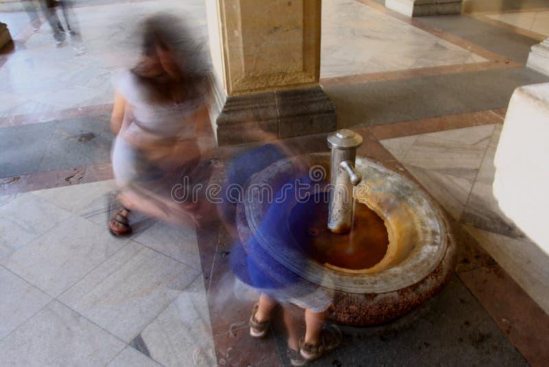 Download Thermischer Brunnen redaktionelles stockfotografie. Bild von bewegung - 27729877