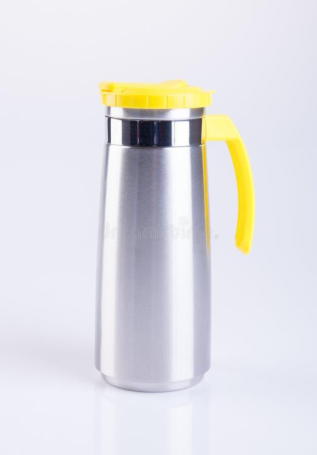 Thermo eller Thermo flaska från rostfri stee på bakgrund arkivfoto