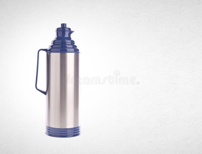 Thermo eller Thermo flaska från rostfri stee på bakgrund royaltyfri fotografi