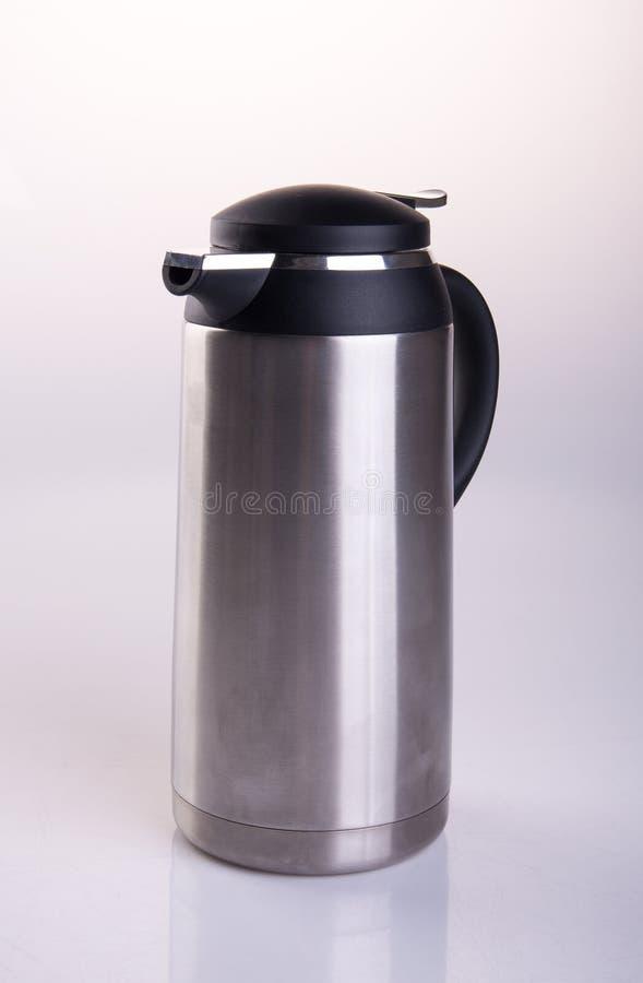 Thermo oder Thermo Flasche auf einem Hintergrund stockbilder