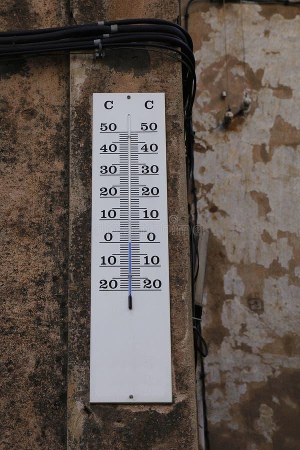 Thermomètre à l'hiver photos libres de droits