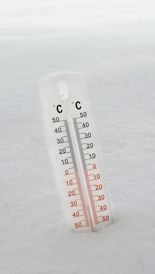 Thermomètre dans la neige image stock