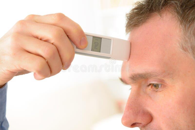 Thermomètre de front photographie stock