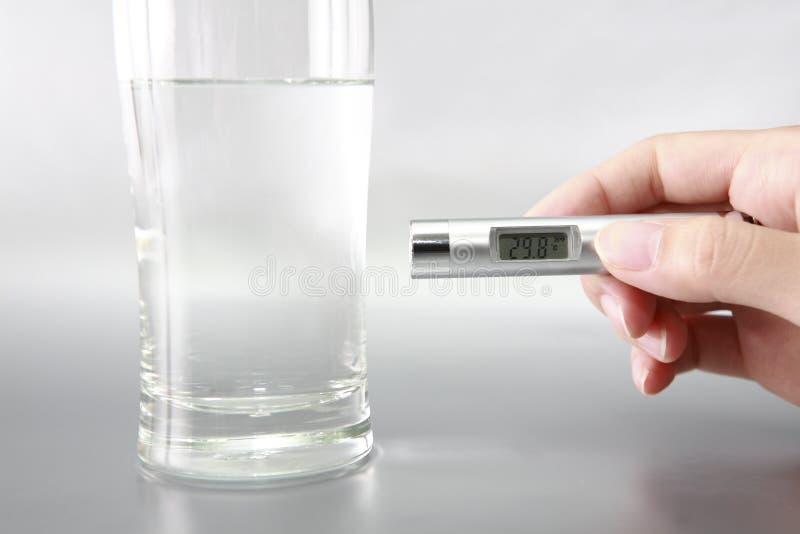 thermomètre infrarouge photographie stock libre de droits