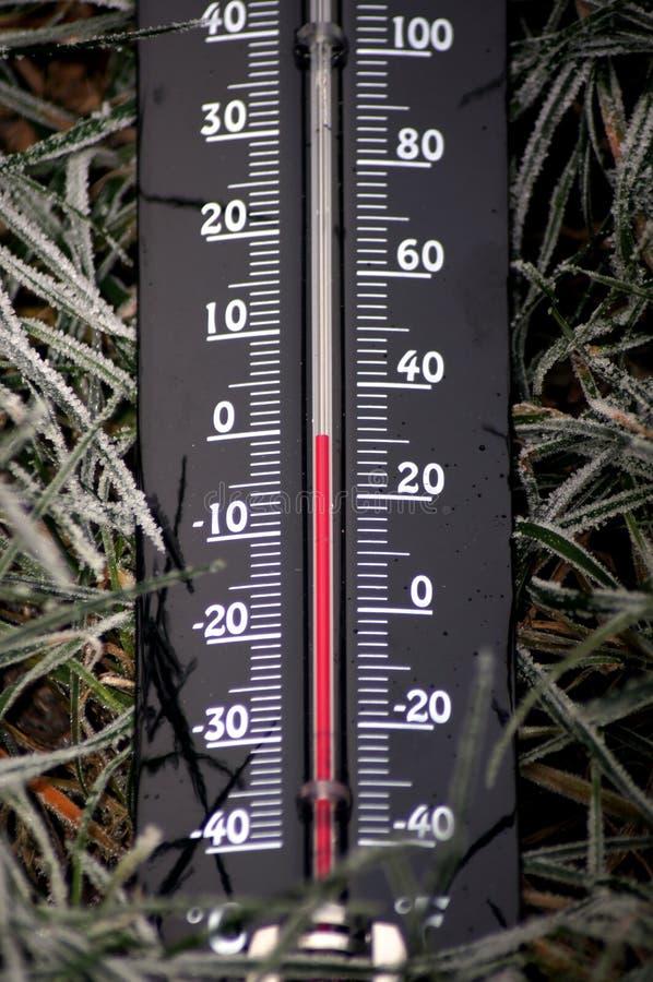 Thermomètres givrés en-dessous zéro des températures images libres de droits