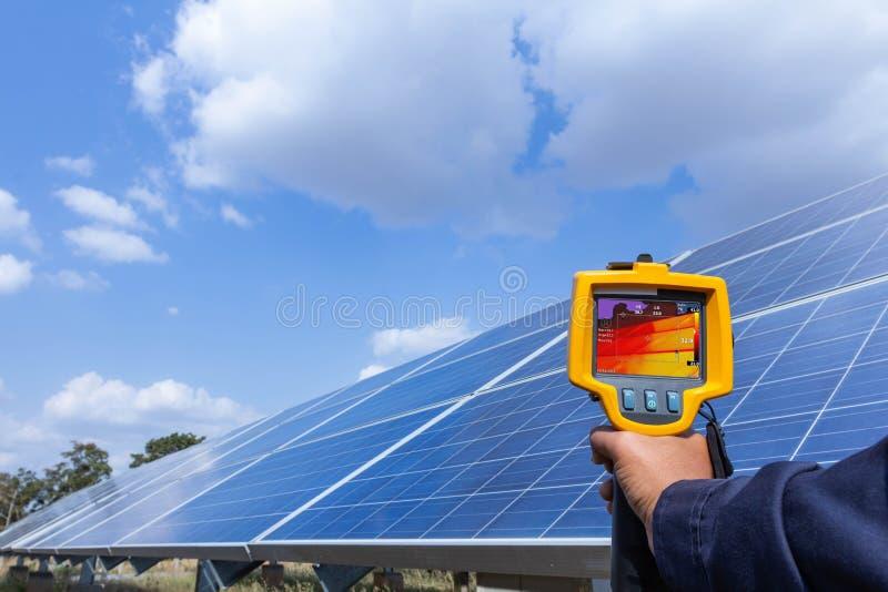 Thermoscanthermal wizerunku kamera, Przemysłowy wyposażenie używać dla sprawdzać wewnętrzną temperaturę maszyna dla prewencyjnego zdjęcia stock