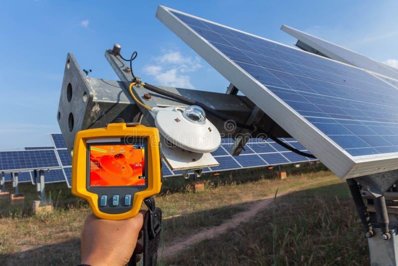 Thermoscanthermal wizerunku kamera, Przemysłowy wyposażenie używać dla sprawdzać wewnętrzną temperaturę maszyna dla prewencyjnego obrazy royalty free