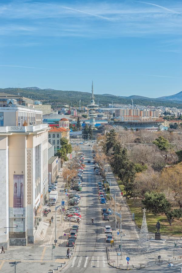 Thessaloniki Grekland - Januari 16, 2019: Härlig sikt av staden Thessaloniki med att sända tornet i Grekland arkivfoton