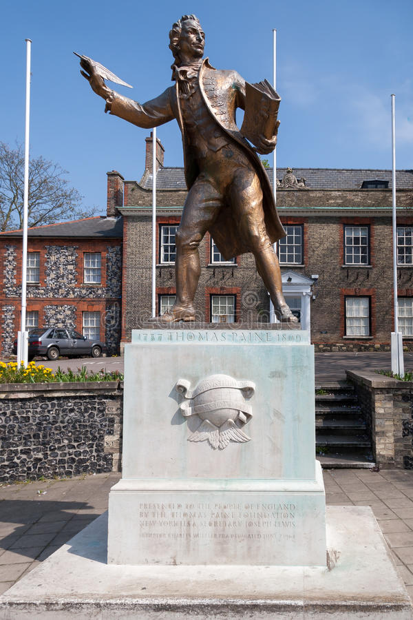 THETFORD, NORFOLK/UK - APRIL 24 : Statue of Thomas Paine author stock image