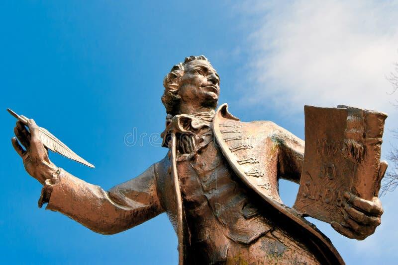 THETFORD NORFOLK/UK - APRIL 24: Staty av den Thomas Paine författaren fotografering för bildbyråer