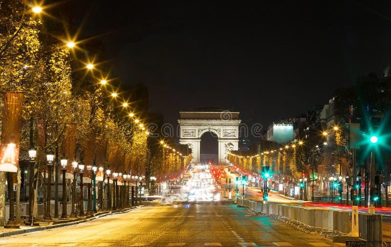 TheTriumphal-Bogen und Champs-Elyseesallee, Paris stockbild