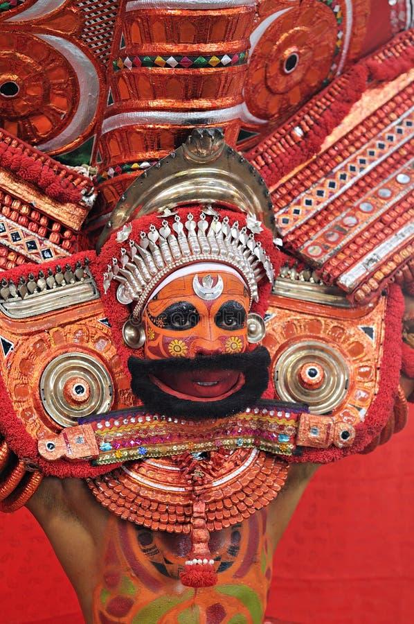 Theyyam仪式在喀拉拉, 2011年11月28日的印度, 免版税库存照片