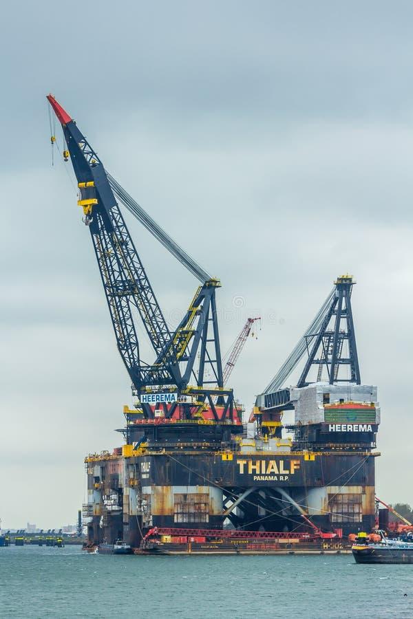 Thialf, el buque semi sumergible más grande de la grúa del ` s del mundo fotos de archivo libres de regalías
