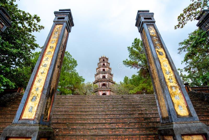 Thien MU Pagode in der Farbe, Vietnam stockbild