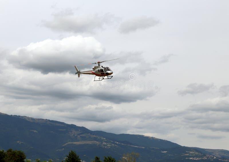 Thiene, Vicenza - Italien 26. Juli 2015: Hubschrauber lizenzfreie stockfotografie