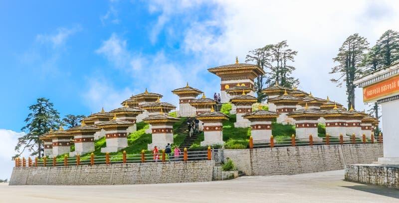 Thimphu, Bhutan - September 10, 2016: Druk Wangyal Khangzang Stupa met 108 chortens, Dochula-Pas, Bhutan royalty-vrije stock foto's