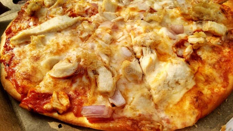 Thincrustpizza met Bovenste laagjes royalty-vrije stock afbeeldingen