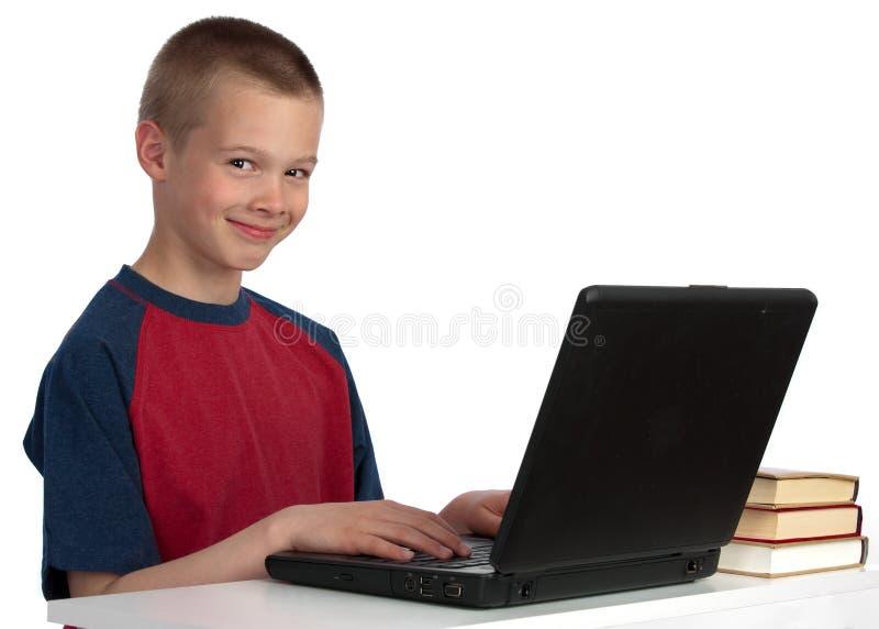 Third-grader auf dem Computer lizenzfreie stockbilder