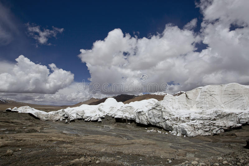 The third pole of the world. Alpine mountain climate, polar climate. Magnificent landscape. Few people tread。 Shooting time: June 28, 2017 royalty free stock photos