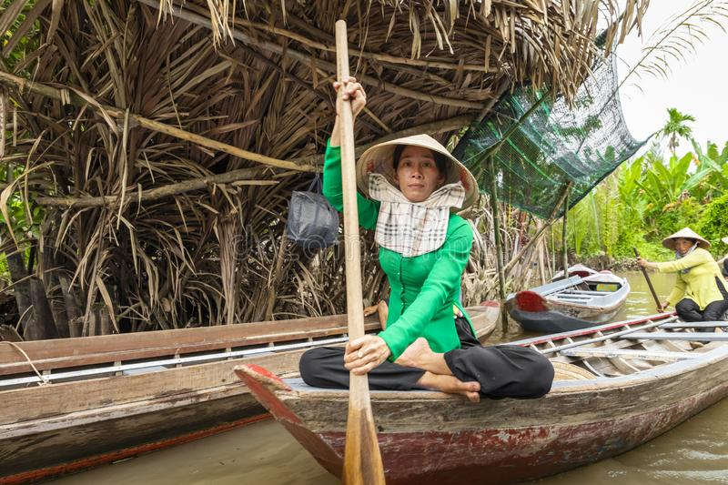 THO ΜΟΥ, ΒΙΕΤΝΆΜ - 24 ΝΟΕΜΒΡΊΟΥ 2018: Βιετναμέζικες γυναίκες στο tra στοκ φωτογραφία με δικαίωμα ελεύθερης χρήσης