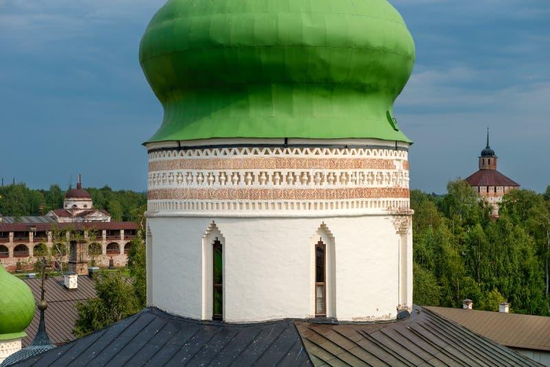 Tholobate kupoler av kyrkan av St Cyril royaltyfri foto