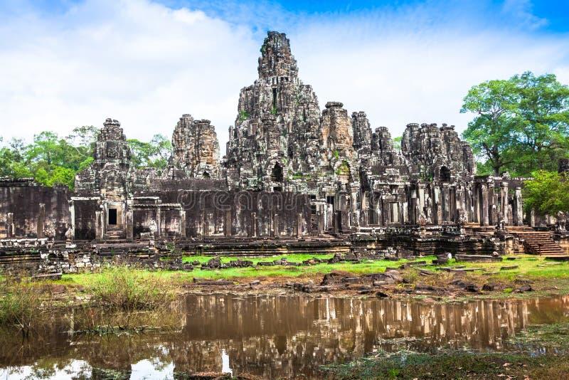 thom för angkorbayoncambodia tempel royaltyfria bilder
