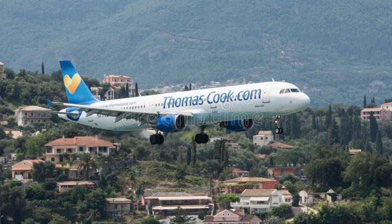 Thomas Cook Airbus Landing fotografie stock libere da diritti