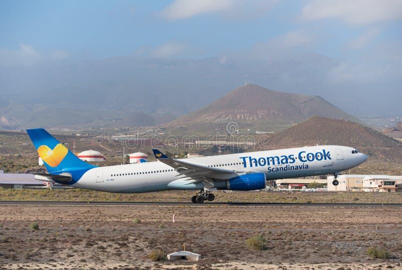 Thomas Cook Airbus A330 tar av från Tenerife den södra flygplatsen på Januari 13, 2016 royaltyfri foto