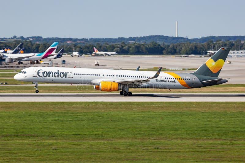 Thomas Cook Condor Airlines Boeing 757-300 avião de passageiros D-ABOK, chegada e aterrissagem no aeroporto de Munique foto de stock