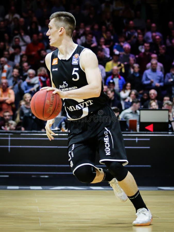 Thomas Joseph Bray dans l'action pendant le jeu allemand de Bundesliga de basket-ball photos stock
