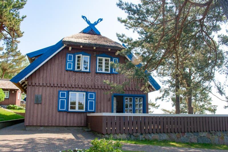 Thomas Mann-de zomerhuis, oud Litouws traditioneel blokhuis in Nida, Litouwen stock afbeeldingen