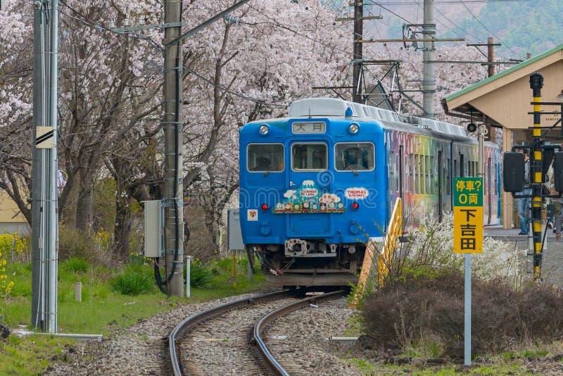 Thomas och för vänner det themed drevet på den Shimoyoshida stationen royaltyfria bilder