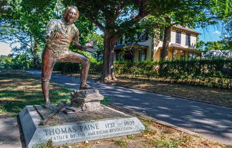 Thomas Paine Statue royaltyfria bilder