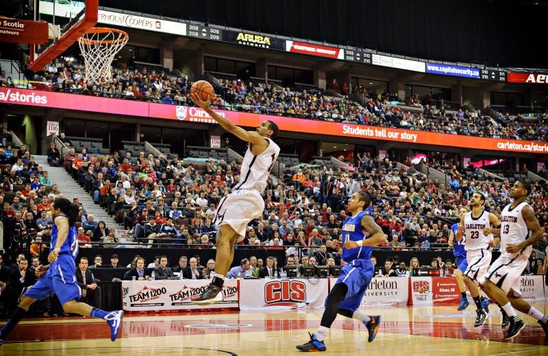 DIESSEITS der Basketball-Schlüsse der Männer lizenzfreie stockbilder