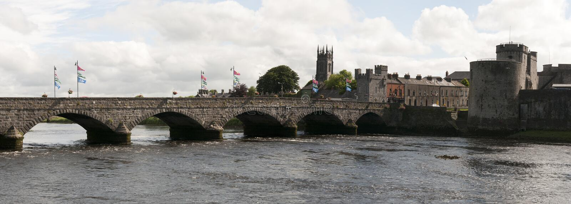 Download Medieval bridge and castle stock photo. Image of ireland - 32327498