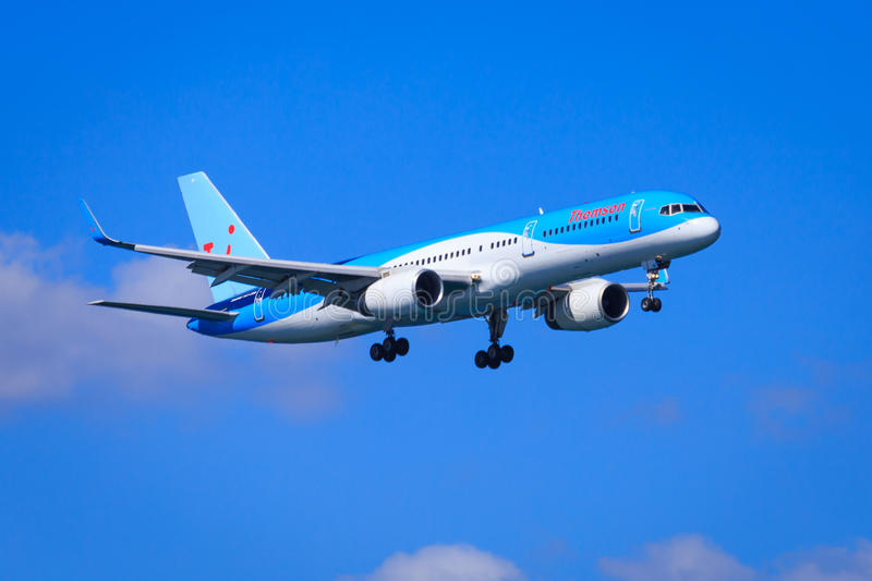 Thomson Boeing 757. Thomson Airways Boeing 757-200 on approach, sunny skies royalty free stock photos