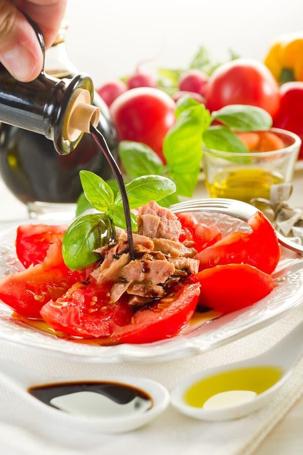 Thon et tomates photos stock