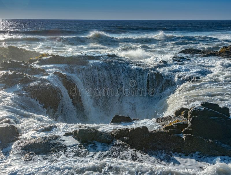 Thor ` s Well powodzie z oceanem Surfują obrazy stock