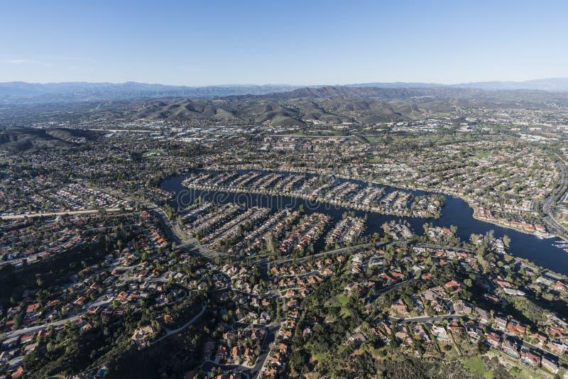 Thousand Oaks och Westlake byKalifornien antenn arkivfoto
