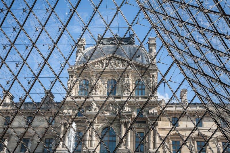 Thr-Louvreperspektiv fotografering för bildbyråer