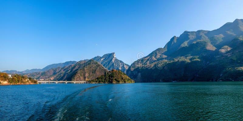 Three Gorges do desfiladeiro do Rio Yangtzé Qutangxia imagens de stock royalty free